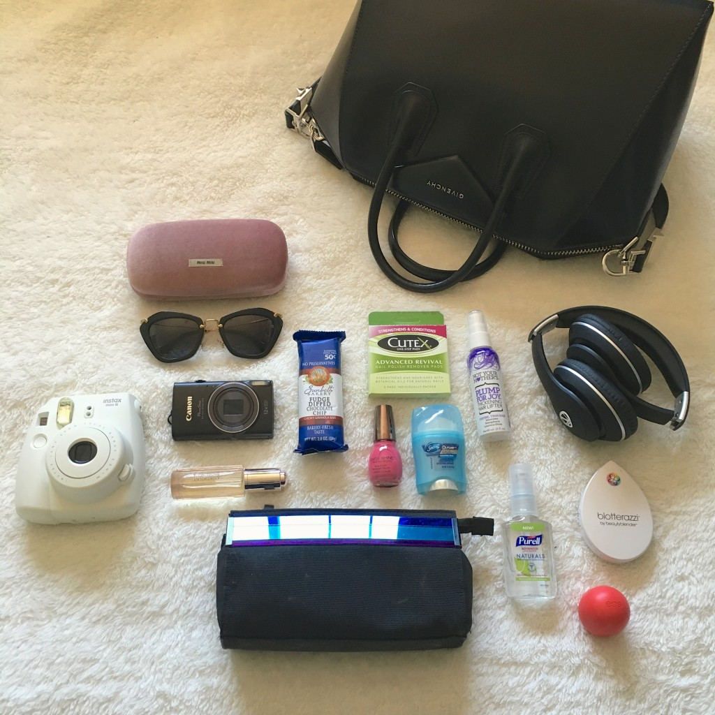 Tia Wong - whats in my bag