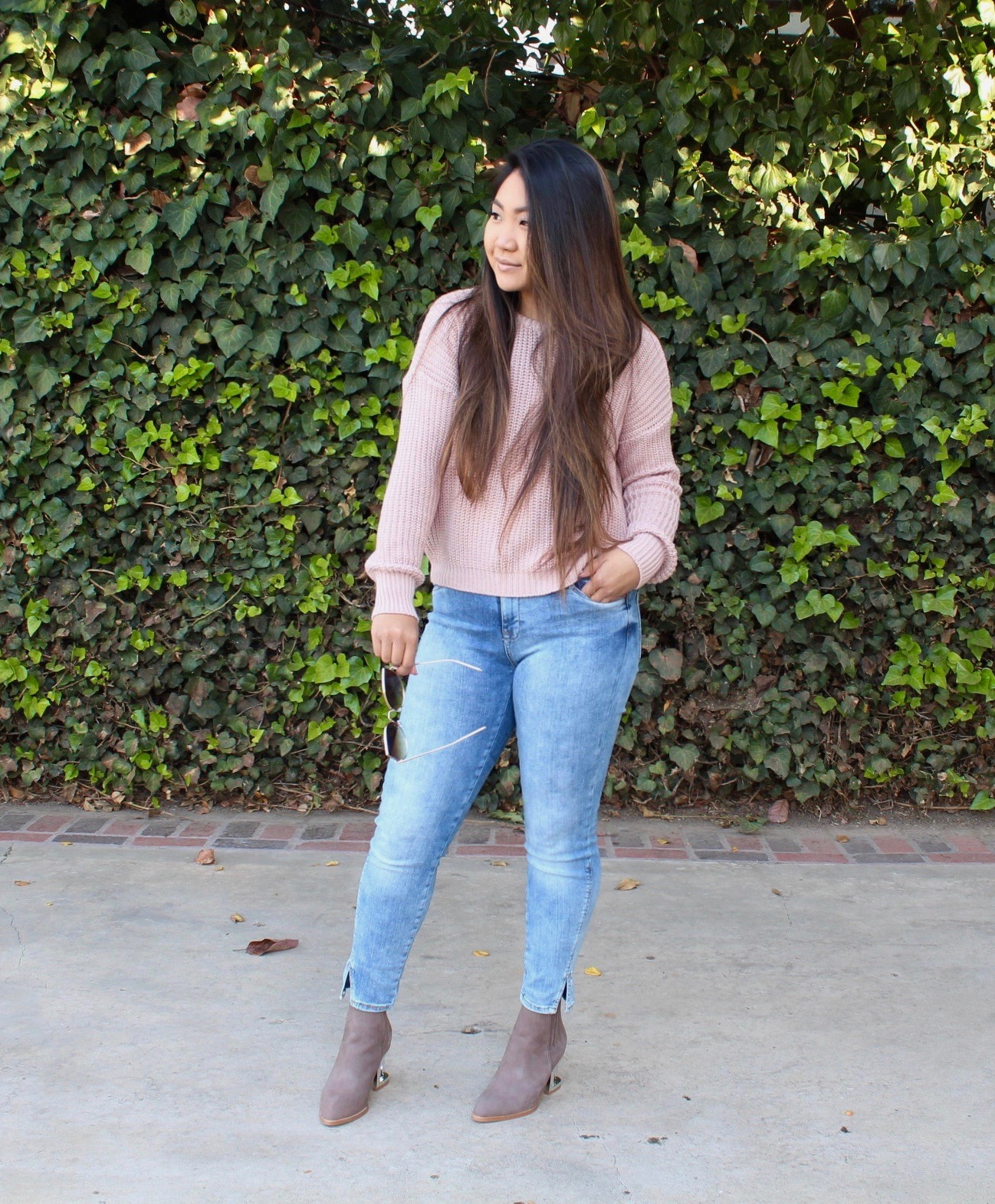 Tia Alese Wong - Pink Knit Pullover Sweater